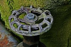hand wheel (Leo Reynolds) Tags: wheel canon crust eos iso400 85mm f11 30d macrodecay 1ev hpexif groupmacrodecay grouprustycrusty 001sec leol30random grouprotsquad grouputata xleol30x xxx2007xxx xratio3x2x