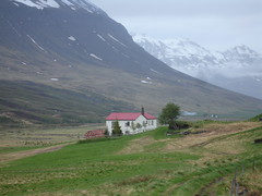 skidadalur2 (apalucia) Tags: roof red house mountain snow cold tree green grass landscape island frozen iceland europe village north vert arctic valley freeze chilly verdant lonely nordic lush idyllic chill isolated sland herbe grassy icelandic northerly skadalur skidadalur apalucia