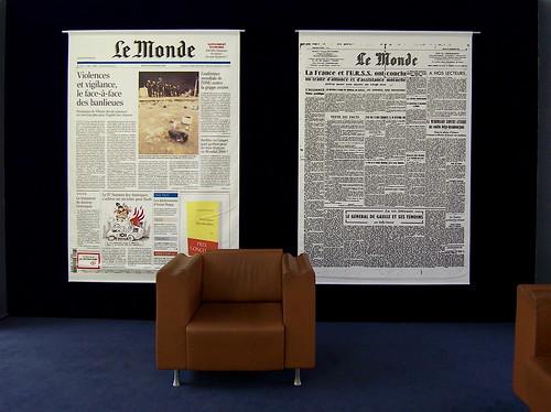 Salle d'attente au journal Le Monde von luc legay.