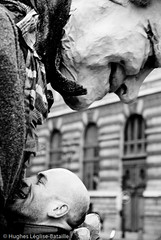 (Hughes Lglise-Bataille) Tags: street blackandwhite bw paris france art topf25 giant noiretblanc puppet action protest arts culture royal demonstration heads palais streetphoto muppet 2008 politique palaisroyal marionnette manif manifestation