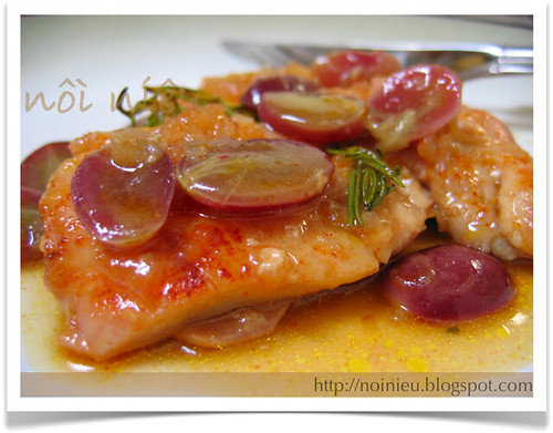 Chicken thighs with grapes