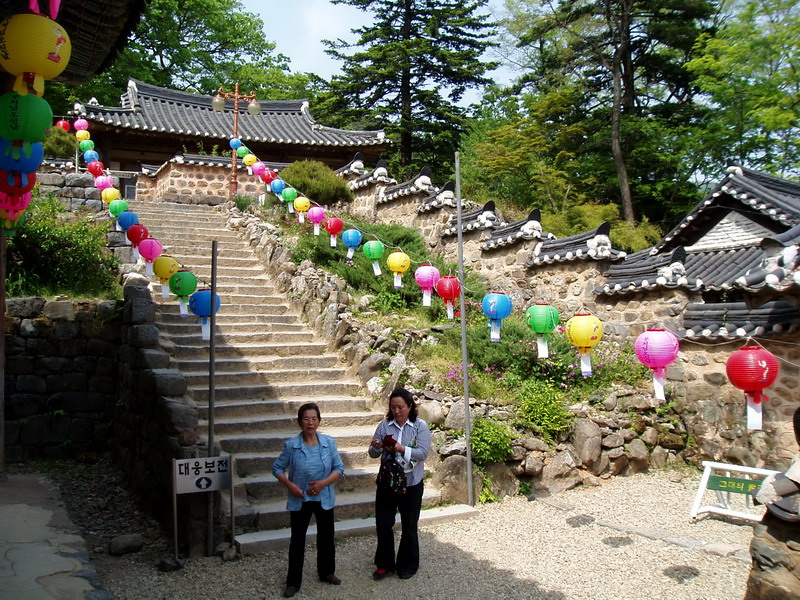 Going up to yet another Main Hall, Daeungbojeon