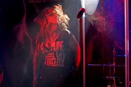 girl rock bar band singer canonef100mmf2