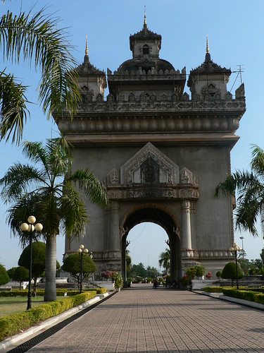 Patuxai Monument, the vertical runway
