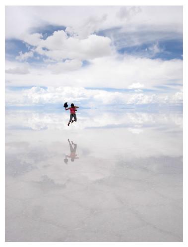 フリー画像| 人物写真| 一般ポートレイト| 跳ぶ/ジャンプ| ウユニ塩湖/ウユニ塩原| 雲の風景| ボリビア風景| 白色/ホワイト|    フリー素材|