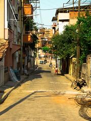 Street in Nazili, Turkey (blaat70) Tags: street city playing kids turkey turkiye kinderen cocuk cocuklar turkije stad straat sokak aydin sehir karacasu blaat70 nazili