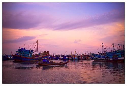 boats sundown