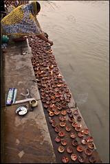 Chota diwali - Ayodhya (Elishams) Tags: light woman india water river indian traditional religion culture devotion diwali hinduism puja diya northindia hanumanjayanti uttarpradesh sarayu  ayodhya saryu indedunord sarju saraju