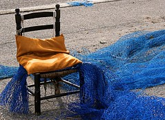(Maria Artigas) Tags: red net azul port cat puerto chair blu catalonia silla catalunya blau mariner xarxa vilanovailageltru cadira outstandingshots 35faves abigfave platinumphoto colorphotoaward superbmasterpiece diamondclassphotographer 20tfcolor goldstaraward life~asiseeit