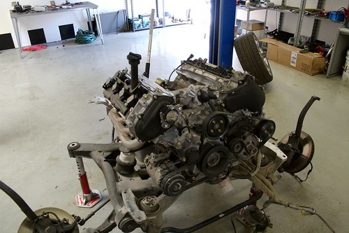 nissan v8 engine going into rolls-royce phantom