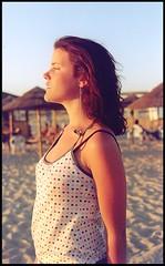 Mirando ms all (R.Althea) Tags: sunset summer portrait beach portugal girl fashion atardecer sand playa spots verano tavira analogica lunares aldara florrara analogicomolamas