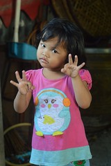 i put a spell on you (the foreign photographer - ฝรั่งถ่) Tags: oct22016nikon young girl fingers extended spell you khlong thanon portraits bangkhen bangkok thailand nikon d3200