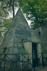 Fake bridges. (Éric Le Tutour) Tags: paris pere pyramide lachaise cimetiere tombeau necrophilie