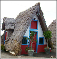 Casas típicas em Cabanas (selenis) Tags: house portugal casa typical madeira cabanas tipica
