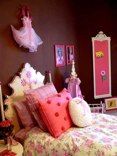 pink dreams bedscape (by champagne.chic)