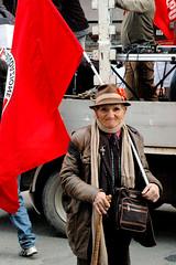 2 feb 08 (danire07) Tags: light red portrait italy color italia colore nikond70 rosso ritratto calabria manifestazione cosenza apparizioni sovversivi danielarende 2febbraio2008 manifestazione2008