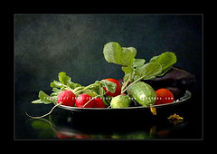 Vegetables (AlexEdg) Tags: light red stilllife food reflection green art texture vegetables tomato march eggplant stilleben bodegn aubergine 2008 radish cucumbers naturemorte naturamorta naturalezamuerta aplusphoto alexedg alledges bunchofradish