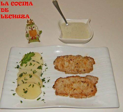 Lomo con salsa de queso-plato y salsera