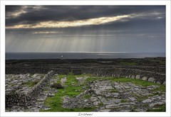 Inisheer (HaukeSteinberg.com) Tags: ireland lighthouse galway canon landscape island good selection irland exhibition best atlantic limestone inisheer drystonewalls aranislands crepuscularrays jacobsladder ire buddhasfingers nto fingersofgod handsofgod 400d findingireland fineimage brickalleycafe irlgallery noshington titlerotate