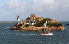 Ile Louët (Magali Deval) Tags: lighthouse france island boat ile bretagne breizh bateau phare carantec francelandscapes ilelouet