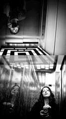 BajandOooooooooo (abedoporto) Tags: bw byn me autoretrato ascensor subiendo bajando nikonvscanon barcodestyle combinando cuadra2 introphia