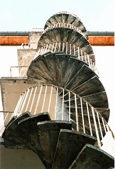(.....antonio.....) Tags: france colour composition stair colore structure scala francia yashica ville vienne citt windingstaircase struttura scalaachiocciola aaaaaantonioaaaaa