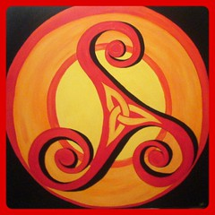 Triskell (Elanorya) Tags: quadro giallo celtic terra rosso nero fuoco pagan arancione triskelion cerchi tela triskell simbolo triskele simboli celti triskel sfumature acrilici celtico triplice paganesimo trischele