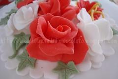 Torta Romantica (lauradistefano84) Tags: rose cake decoration rosa bouquet rosso anniversari decorazioni fondant rossa rosse pdz cerimonie pastadizucchero