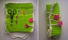 Virkat virketui! (TM - the crocheteer!) Tags: pink white flower green crochet craft case tm vitt croche etui vit tui hkeln virka virkkaus virkat hekling towemy crochethooks uncinetto hookcase virkad crochethookcase kimwerker crochetcase hookroll gethookedagain crochetedflowerdescription crochetedflowerpattern isbn9780823051106 isbn0823051102 laurenirving tmcrocheteer