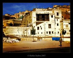 Fez - Marruecos (*atrium09) Tags: africa travel man tree topf25 architecture arbol arquitectura bravo chaos olympus unescoworldheritagesite morocco fez caos maroc marruecos moroccan fes 25faves atrium09 mywinners anawesomeshot rubenseabra ostrellina