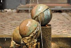 Ballen/Balls (FaceMePLS) Tags: art fountain copenhagen denmark nyhavn kunst balls miscellaneous kopenhagen denemarken ballen fontein nikond200 facemepls lemvighmülleras kunstlangsdeweg artalongtheroad