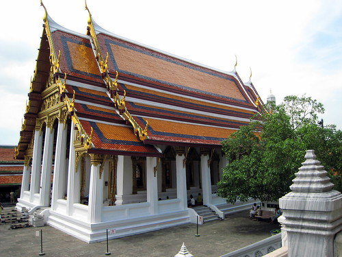 One of the complex's many wats - the Temple of the Emerald Buddha