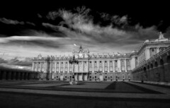 Royal Palace Madrid (www.wolejniczak.com) Tags: madrid canon landscape eos spain searchthebest royal paisaje palace 5d canonef2470mmf28lusm sic 2470mm f28l supershot abigfave aplusphoto superbmasterpiece platinumheartaward betterthangood worldwidelandscapes