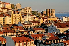 Sunset at Lisboa (Fr Antunes) Tags: houses roof sunset cidade fab portugal branco canon eos december lisboa lisbon iglesia amarelo casas fr dezembro telhado 2007 antunes carmo telhados telhas flickrsbest pffg 400d mywinners superbmasterpiece 15122007 ilustrarportugal srieouro frantunes