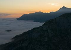 Amanecer en el Bricial (jtsoft) Tags: mountains sunrise landscape asturias olympus nubes e510 lagosdecovadonga zd50200mm jtsoftorg picosdeeuorpa