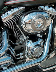 V-Harley (Marta S. Gufstasson) Tags: speed america focus escape engine machine harley filter chrome american harleydavidson reflejo moto motorcycle motor springer vtwin velocidad tubo inches refection motocicleta foco cromo cubic filtro cubico a3b