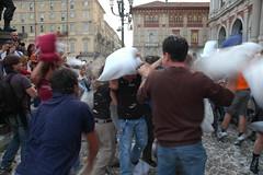 i due babbei (beppovox) Tags: torino fight pillow battaglia cuscini