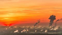 Ruhrpott-Flair (jwfoto1973) Tags: haldehaniel ruhrgebiet ruhrpott deutschland germany industrie industry sonnenuntergang sunset silhouette silhouetten rauch schornsteine johannesweyers d7100 nikon bottrop