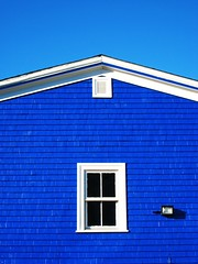 Lunenburg Blues (swisscan) Tags: blue house canada building nova lovelovelove scotia soe lunenburg themoulinrouge 35faves 25faves golddragon abigfave p1f1 platinumphoto anawesomeshot superaplus aplusphoto favemegroup3 superhearts 75faves thegardenofzen thegoldendreams goldstaraward world100f