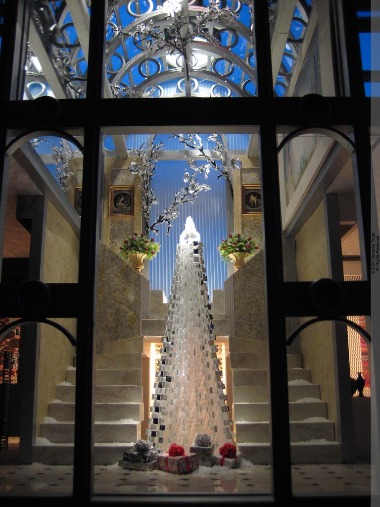 Architecture in Miniature: 300-Mirror Miniature Christmas Tree in the Crystal Arcade