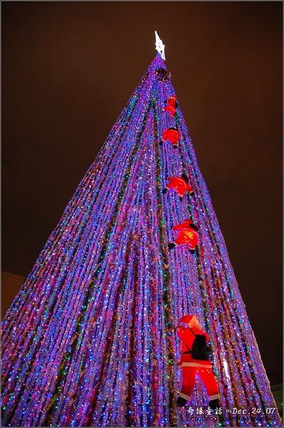 DSC_4754聖誕老公公爬聖誕樹