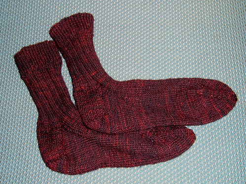 """Black Over Wine"" FO: Basic Cabled Socks (unblocked)"