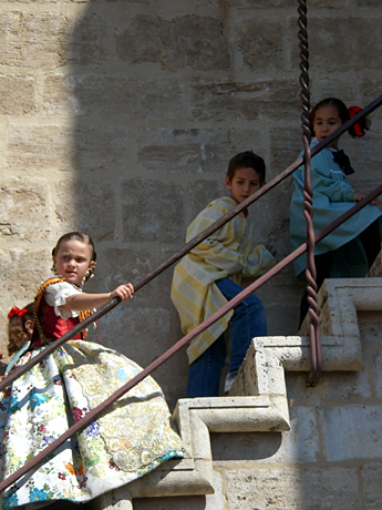 kids-climbing-torres-serran