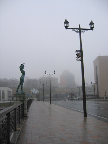 橋上有春夏秋冬四雕像