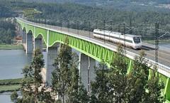 121 a CATOIRA (Andreu Anguera) Tags: ferrocarril tren lav 121 puente rioulla catoira pontevedra andreuanguera