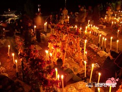 Noche de Muertos en Isla de Janitzio (by Roberto Puga)