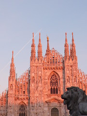 Protection (ccr_358) Tags: old italy milan church statue plane airplane evening ancient italia cathedral milano gothic centro lion beautifullight style lionstatue duomo asymmetry protection lombardia pinnacles airplanetrail lateafternoon pinklight gothicstyle guglie churchexterior duomosquare madunina ccr358