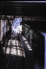 071125-01_0606.jpg (tohru_nishimura) Tags: station japan train tokyo nikon nikkor nikonf2 shimokitazawa photomic nikkor2004