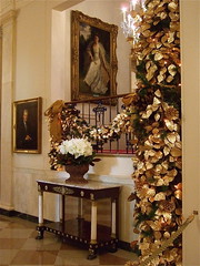 Grand Stair (White House) (catface3) Tags: christmas flowers decorations portrait white art portraits gold washingtondc dc tour whitehouse paintings marble bows garlands presidentshouse architecturalinterior catface3