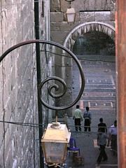 Umayyad Mosque Wall (mudpig) Tags: geotagged yahoo google syria msn damascus umayyadmosque livecom mudpig stevekelley